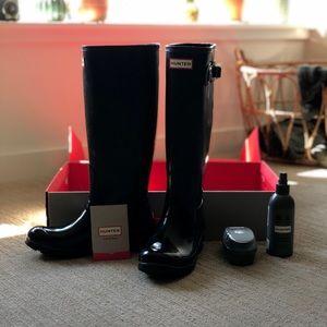 Women's black gloss hunter boots